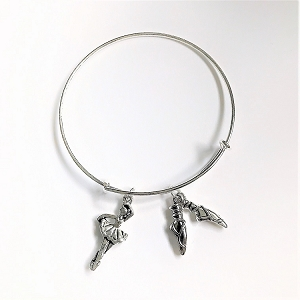 Let her show her love of ballet with this charming bangle bracelet.