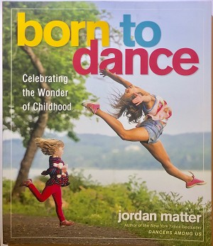 Jordan Matter is known to millions for his 10 Minute Photo Challenge YouTube videos. Now, in one dazzling photograph after another, he portrays dancers - ages 2 through 18 - in ordinary and extraordinary pursuits, from hanging with friends to taking selfies, from leaping for joy to feeling left out. The subjects include TV and internet stars like Chloé Lukasiak, Kalani Hilliker, Nia Sioux, and Kendall Vertes, as well as boys and girls from around the neighborhood. What they all share is the skill to elevate their hopes and dreams with beauty, humor, grace, and surprise. Paired with empowering words from the dancers themselves, the photographs convey each child's declaration that they were born to dance.